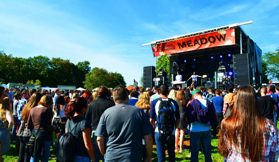 Alunageorge on The Meadow Stage