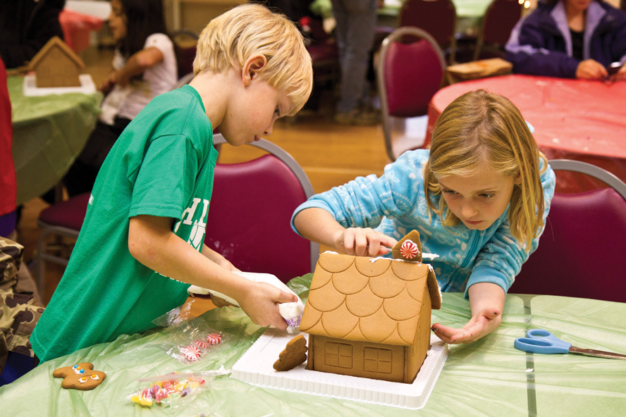 Gingerbread-Houses-Kids-2013