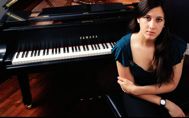 vanessa-carlton-by-the-grand-piano