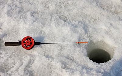 ice-fishing-ann0-arbor
