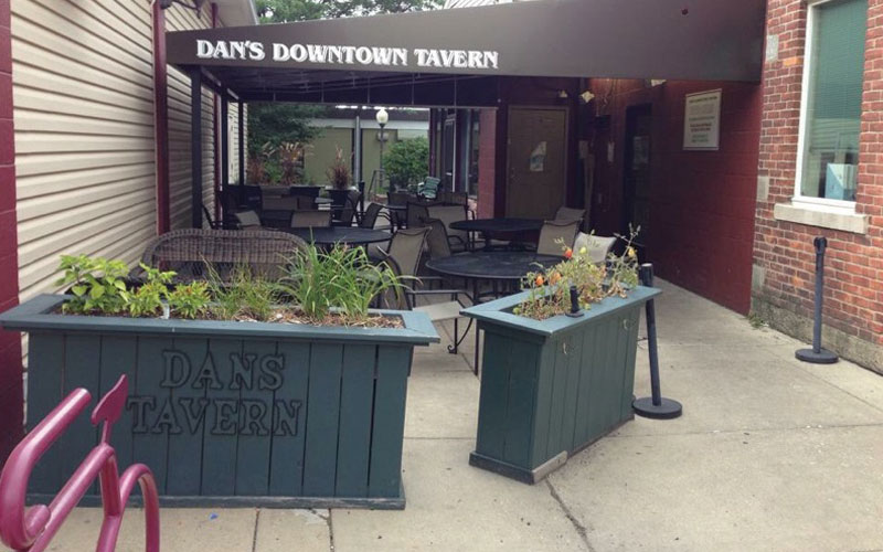 Dan's-DT-Tavern-patio