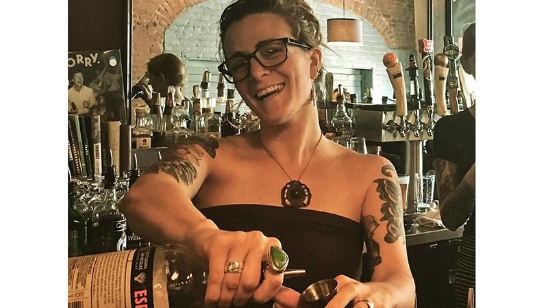City-sips---Jacqueline-Williams,-Bartender-@-Ollie-Food-_-Spirits