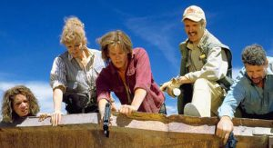 Reba McEntire, Michael Gross, Fred Ward, and Kevin Bacon in Tremors. 1990, Universal Pictures.